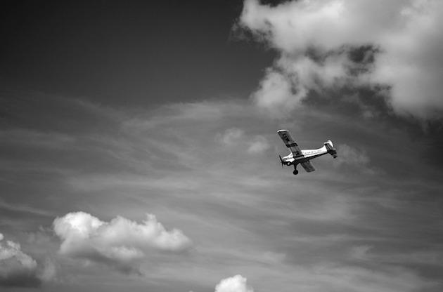 airplane-926743_640